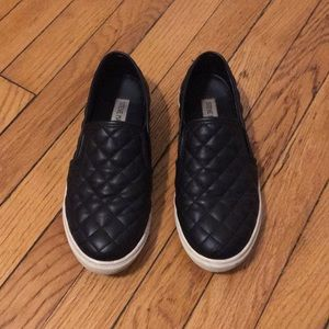 Steve Madden Slip Ons Size 6